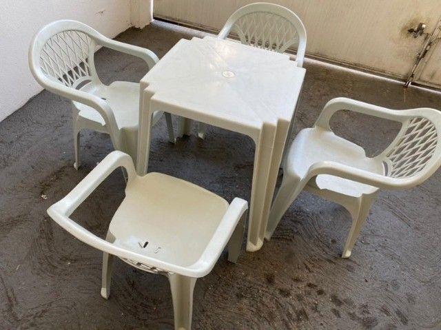 Temos Conjunto de mesa e cadeira com braço branca atacado nova restaurante