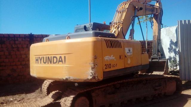 Escavadeira Hyundai R210 Lc7 ano 2011