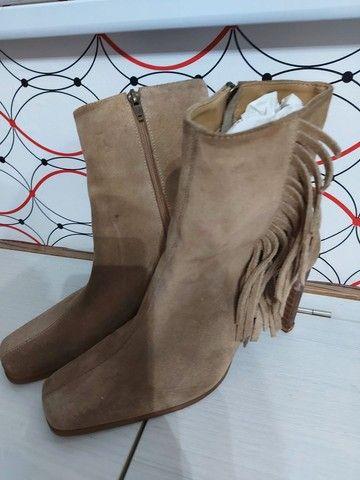 Três pares de bota em couro - Foto 3
