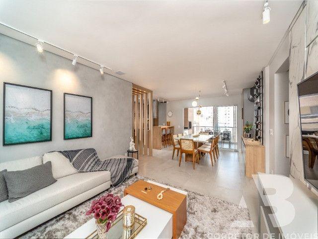 Apartamento mobiliado, equipado e decorado, 03 suítes, sacada com espaço gourmet, 02 vagas - Foto 5