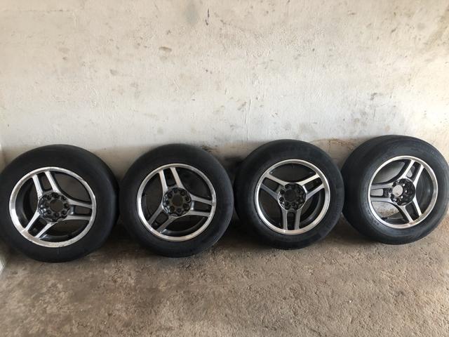 Vende-se jogo de rodas 15 pneus meia vida