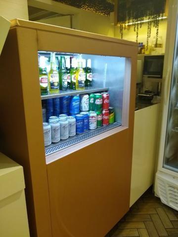 """Refrigerador """"Vitrine TO-GO"""" em aço inox 304"""