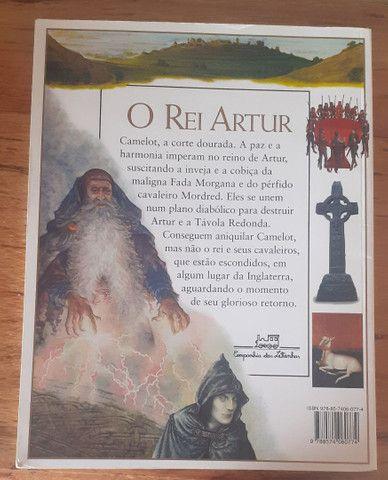 Livro Rei Artur e os cavaleiros da Tavola Redonda  - Foto 2