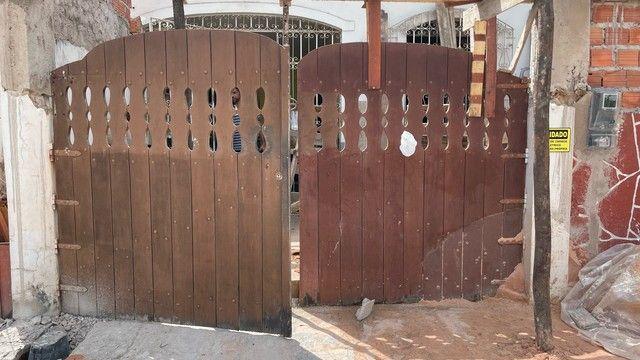 Vendo ou troco portão de madeira de lei , em ótimo estado !