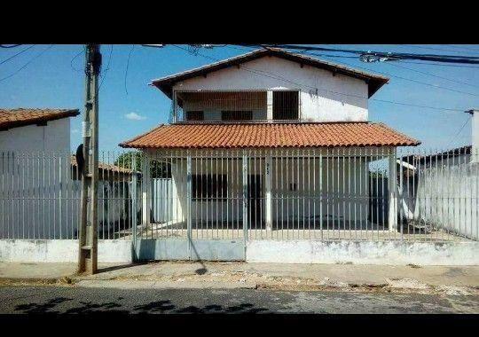 Casa de dois pavimentos no ponto de transferência