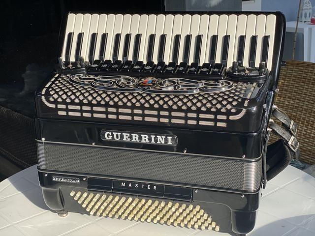 Acordeon Guerrini Superior 2. Duplo Cassoto. 4/5 de voz. Baixo em L
