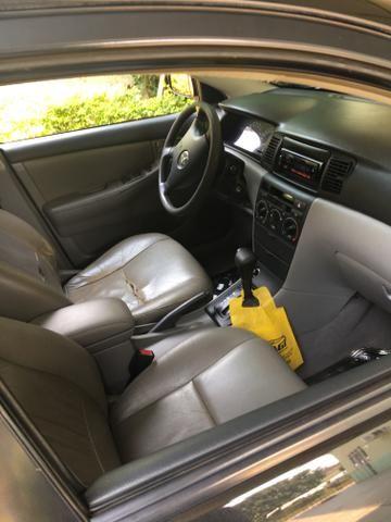 Vendo Toyota Corolla 2004 automático - Foto 3