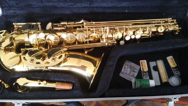 Saxofone semi-novo profissional