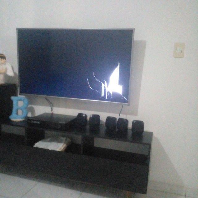 Vendo TV de 49 polegadas tela trincada