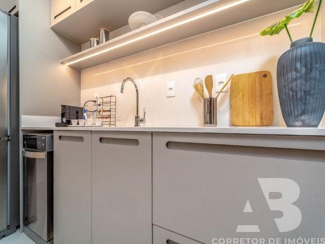 Apartamento mobiliado, equipado e decorado, 03 suítes, sacada com espaço gourmet, 02 vagas - Foto 14