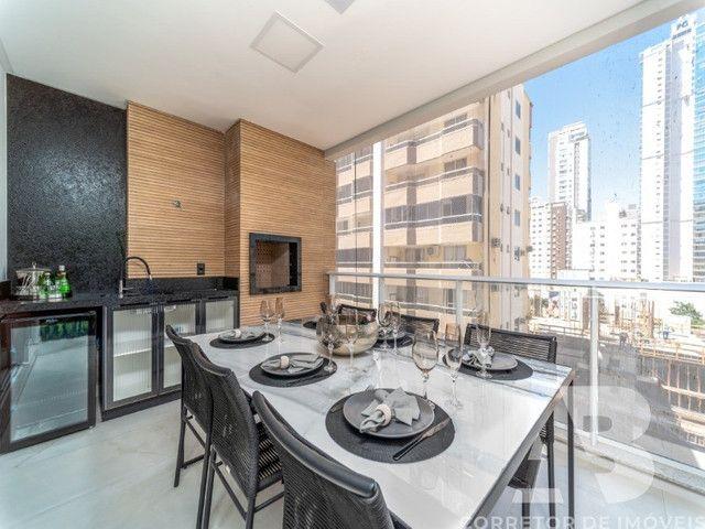 Apartamento mobiliado, equipado e decorado, 03 suítes, sacada com espaço gourmet, 02 vagas - Foto 19