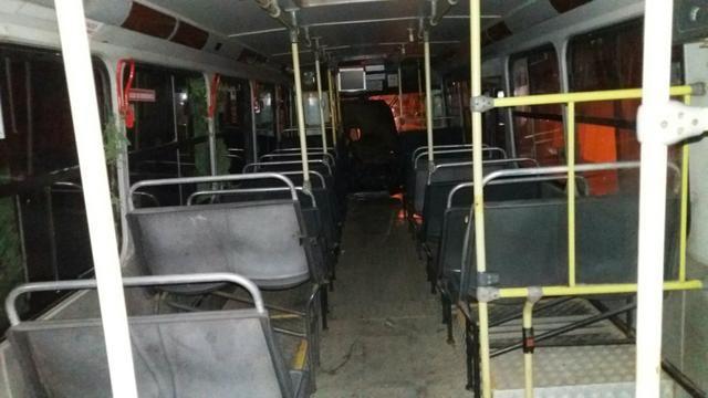 Vendo ou troco ônibus - Foto 6