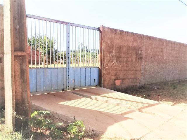 Lote 450 m²,Incra 06, com 2 casas 30 metros do asfalto,condomínio fechado