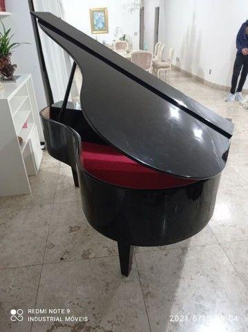 Móveis estilo piano de calda
