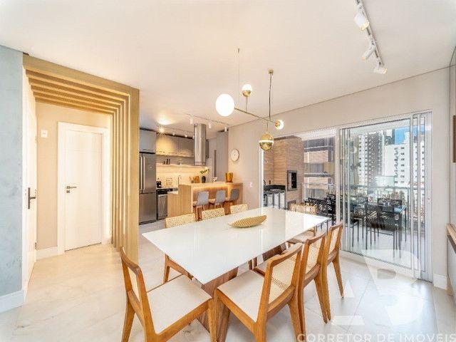 Apartamento mobiliado, equipado e decorado, 03 suítes, sacada com espaço gourmet, 02 vagas - Foto 7