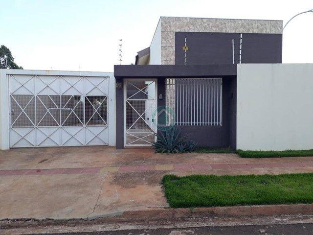 Casa ampla com bastante sobra de terreno