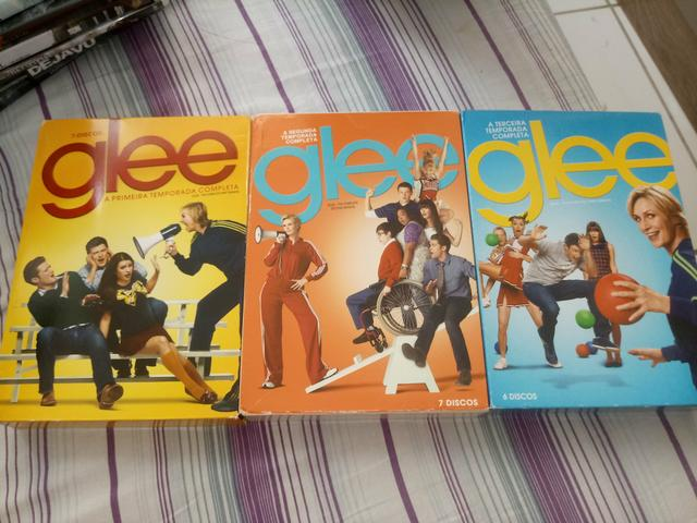 Vendo as 3 Primeiras Temporadas de Glee