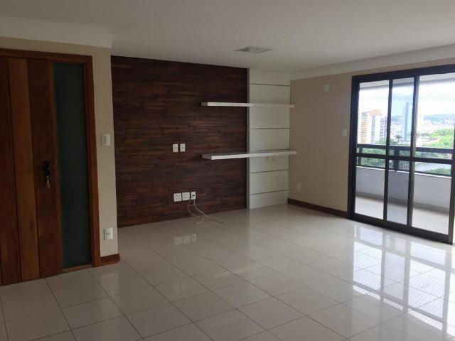 Apartamento alto padrão em localização privilegiada. Financia