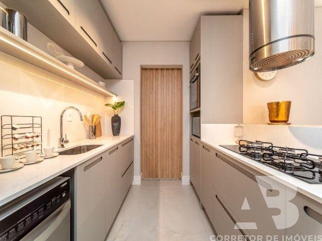 Apartamento mobiliado, equipado e decorado, 03 suítes, sacada com espaço gourmet, 02 vagas - Foto 13