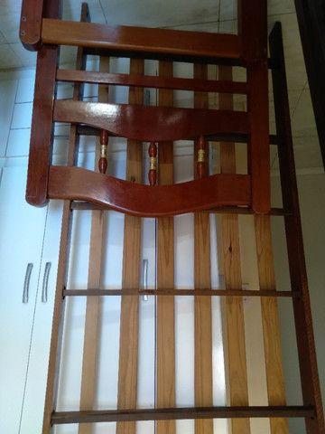 Vendo cama solteiro madeira maciça - Foto 2