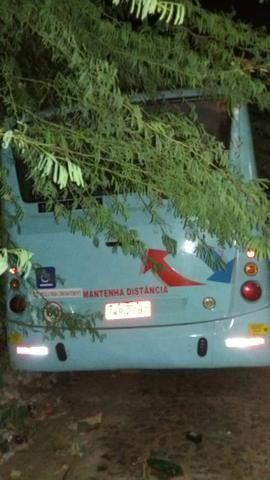Vendo ou troco ônibus - Foto 2