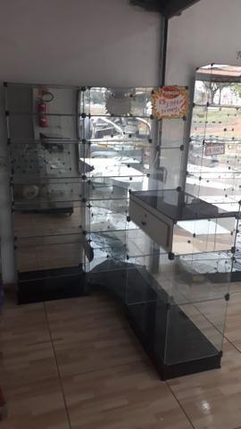 Prateleira ou balcão caixa de vidro