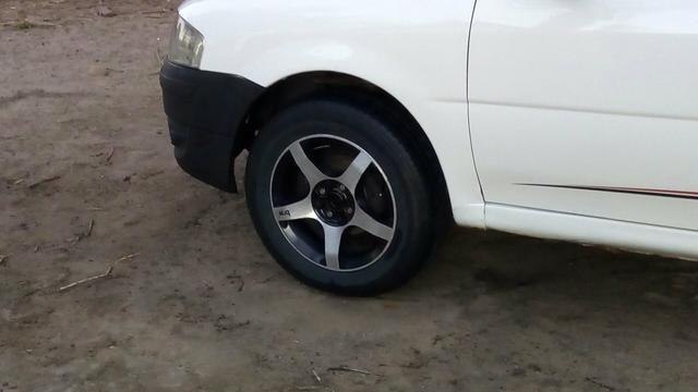 Jogo de rodas 15 com Pneus Obs: Aceito troca em Rodas 14 de ferro com pneus - Foto 4