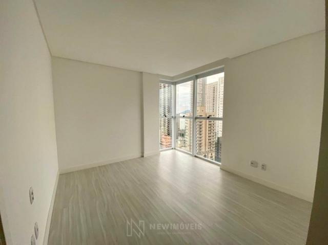 Apartamento andar alto com 3 Suítes 2 Vagas no Centro em Balneário Camboriú - Foto 16