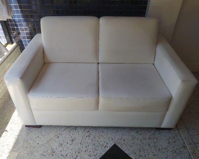 Vendo sofá branco - dois lugares