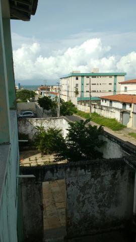 Casa duplex na praia do Icaraí há duas ruas da avenida Central