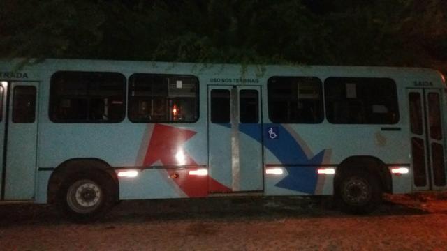 Vendo ou troco ônibus - Foto 3