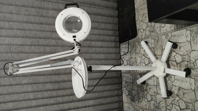Lupa Articulada e Luminária de LED com Tripé e Bandeja - Estek