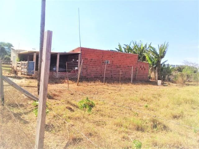 Lote 450 m²,Incra 06, com 2 casas 30 metros do asfalto,condomínio fechado - Foto 3