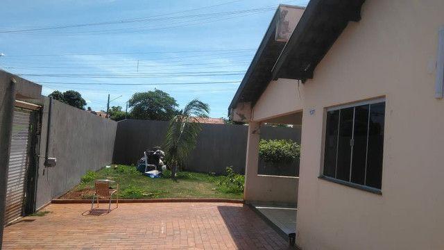 Vendo ou troco casa de esquina com piscina em condomínio fechado - Foto 4