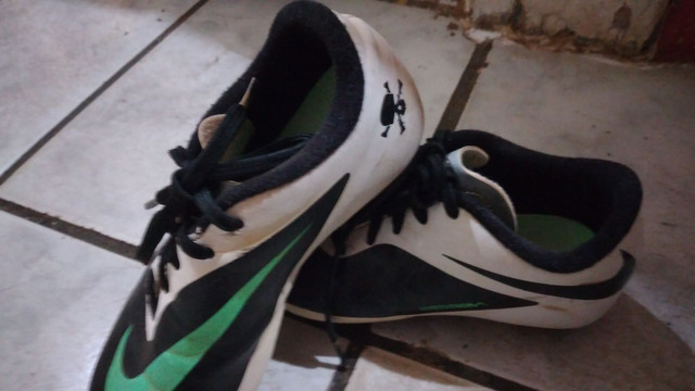 Chuteira campo Nike numero 31 entrego limpa