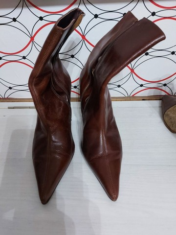 Três pares de bota em couro - Foto 2