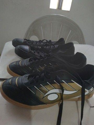 Par de calçados seminovos. - Foto 2