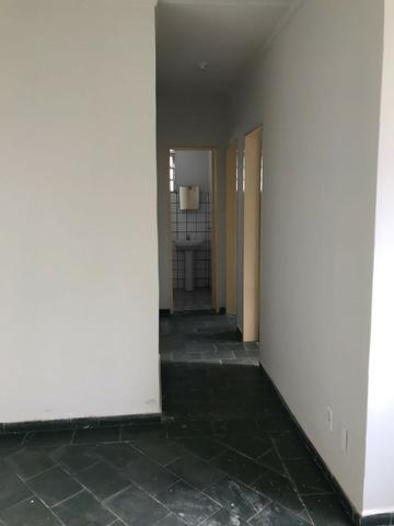 Aluga-se apt - R$850,00 c/ condomínio e água