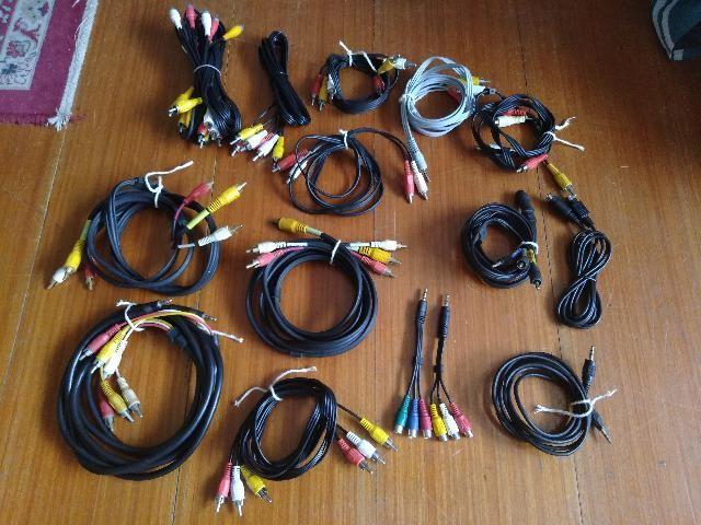 Cabos diversos SATA/DVI/VGA/RJ-45/energia/audio/video