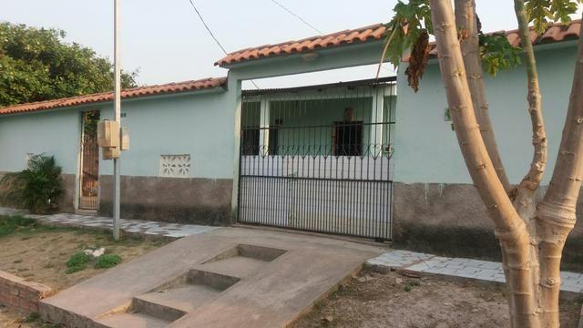 Vendo ou troco casa localizada no bairro do Santarezinho