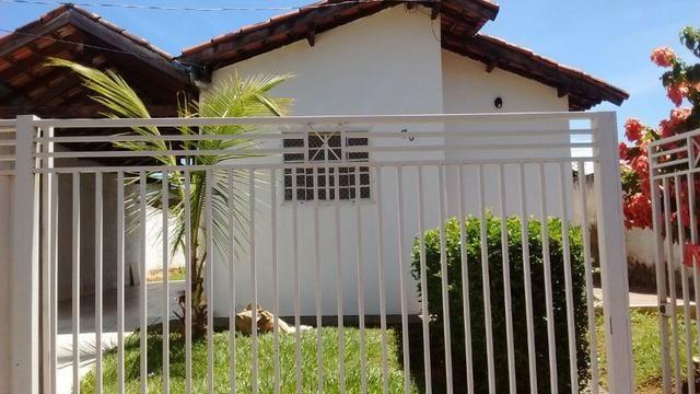 Alugo casa em condomínio fechado no Rita Vieira