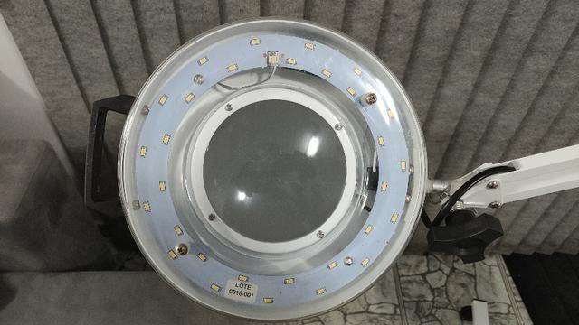 Lupa Articulada e Luminária de LED com Tripé e Bandeja - Estek - Foto 3
