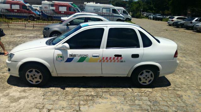 Táxi Classic LS 1.0 Ano 2016 - Foto 4