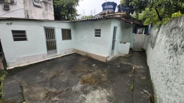 Casa de Vila Térrea 1 Qto c/Quintal em Cascadura