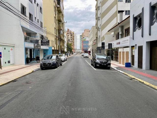Apartamento andar alto com 3 Suítes 2 Vagas no Centro em Balneário Camboriú - Foto 3