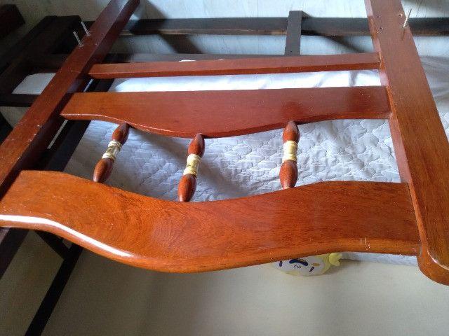 Vendo cama solteiro madeira maciça - Foto 4