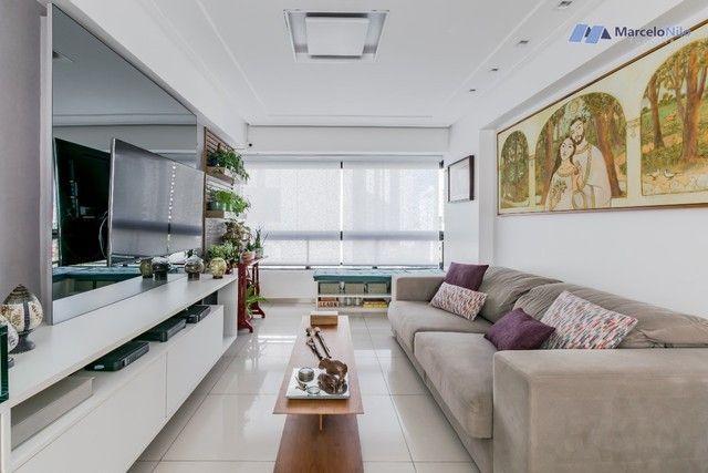 Apartamento  nos Aflitos, 75m2, 3 quartos, 2 suítes, 2 vagas soltas e mobiliado