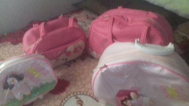 Vende-se quatro bolsas de neném