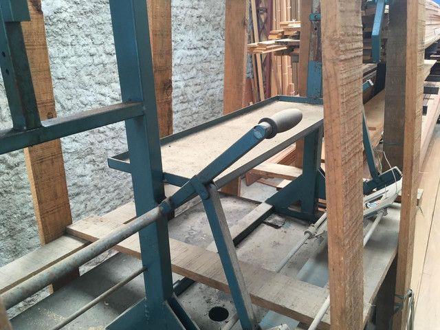 Máquina para montagem de portas ou kit pronto