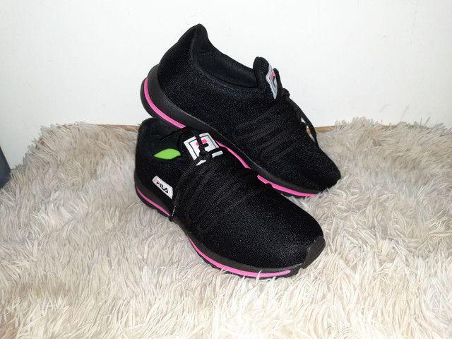 Tênis Fila novo na caixa cor preto / rosa - Foto 3